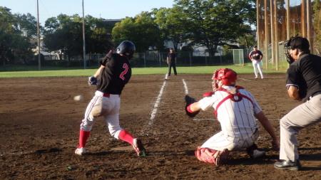 P8292129上村内科6回表この回トップの1番野崎が三ゴロ内野安打で出塁 この試合3打席連続出塁