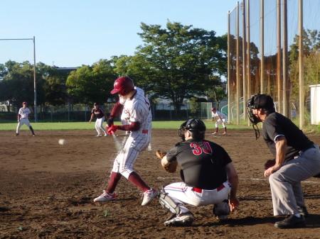 P8292153熊本トヨタ6回裏2死一塁から3番が左前打を放ち一、二塁