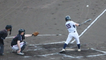 P9012372西部ガス2回表、2死二、三塁から2番が左前打を放ち1点追加