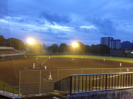 P9052701 5時50分試合開始 曇天のため、消灯は6時50分