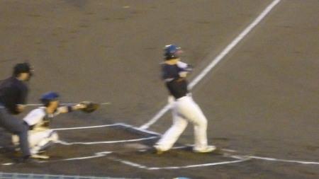 P9052708熊本市役所1回表1死一塁から3番が右前打を放ち一、二塁と先制のチャ