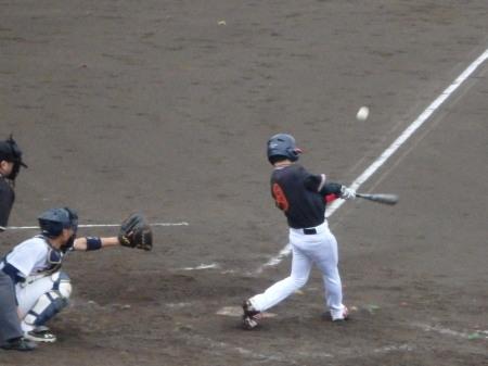 P90528395回表熊本市役所2死二塁から1番が遊飛で試合終了