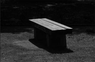200624_bench_01bw.jpg