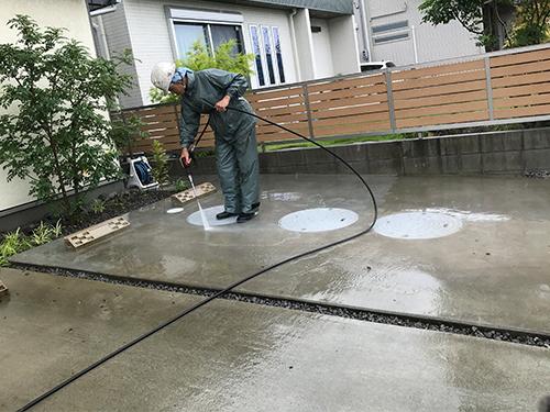 今日もあいにくの雨!土間洗浄には、うってつけ!?