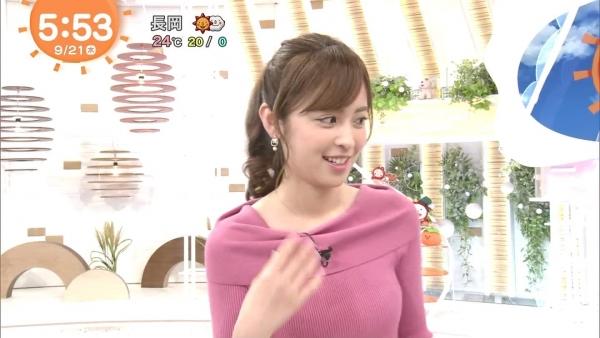 小ぶりでも形の良さそうなニットおっぱいも可愛い久慈暁子!! (18)