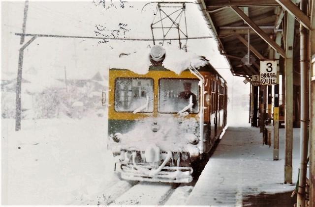 ⑦燕駅雪まみれ