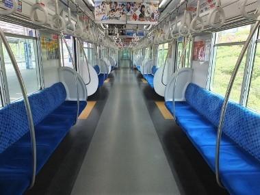 11狭山線電車車内0422 (2)
