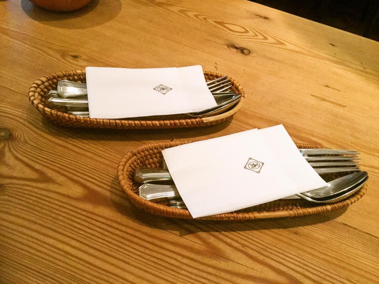 ビストロタマ(テーブル)