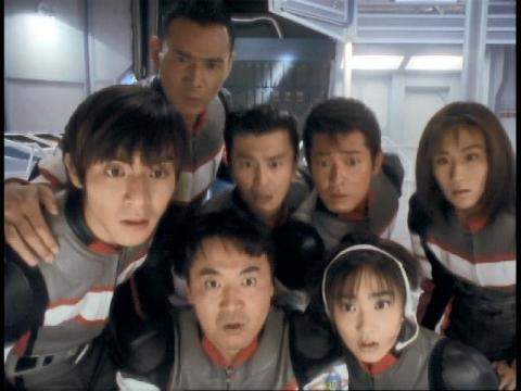 異生命体反応が消えないのを確認するユミムラ・リョウ隊員(演:斉藤りさ)