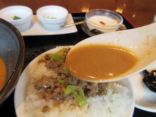 〆はご飯に具材とスープを浸して