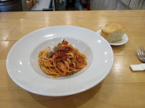 自家製サルシッチャとオニオンのトマトソーススパゲッティ