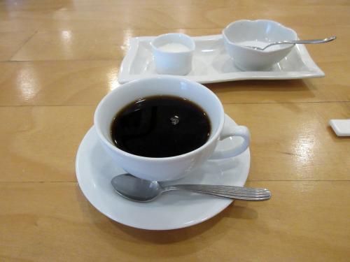 マスターこだわりの深煎りコーヒー