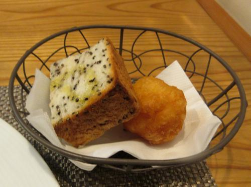 揚げパンと干し海老の揚げパン