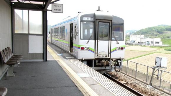 川辺宿駅 プラットホーム