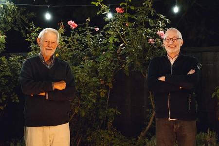 ノーベル経済学賞に決まった米スタンフォード大のロバート・ウィルソン氏(左)とポール・ミルグロム氏(同大提供)(EPA時事)